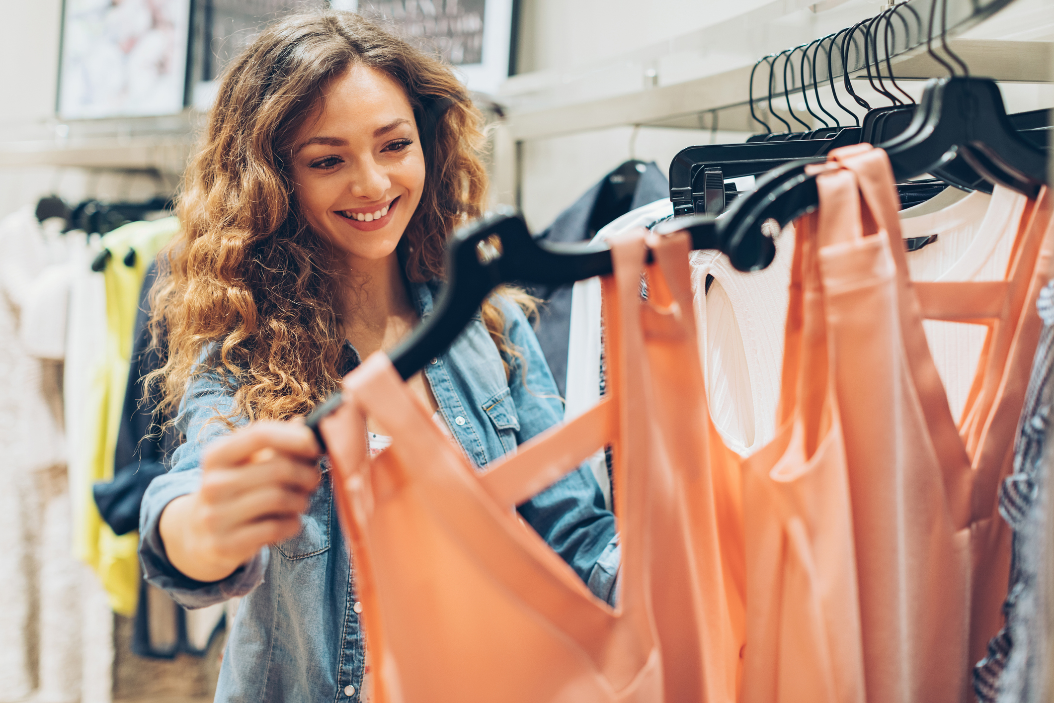 Save Money on the Latest Trends with Summer Sales at American Eagle